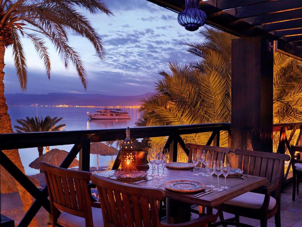 Курортный отель  Курортный отель  Mövenpick Resort & Residences Aqaba