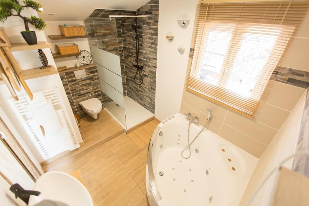 Апартаменты/квартира  Le Cottage Bien-Etre - Jacuzzi  - отзывы Booking