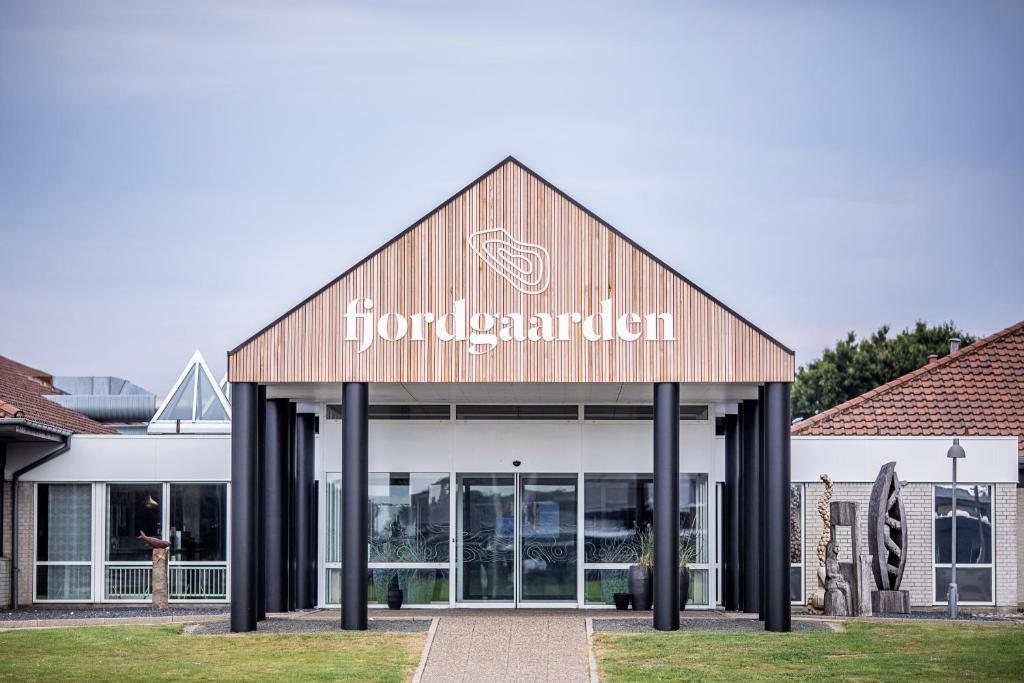Отель Fjordgaarden - Kurbad - Hotel - Konference - отзывы Booking
