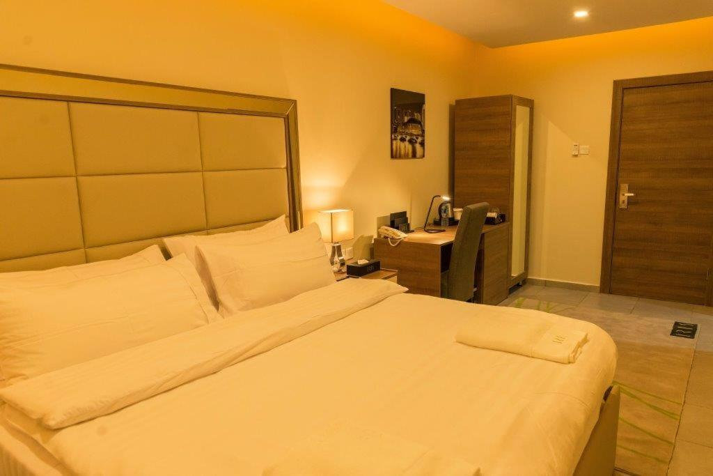 Отель  Отель  Iris Hotel