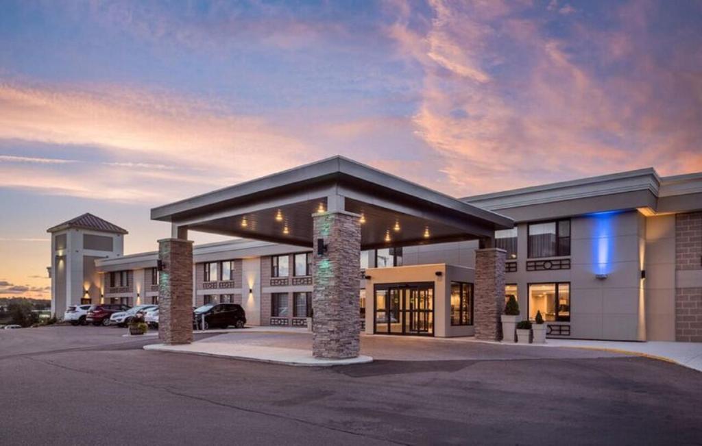 Отель Отель Holiday Inn Express Hotel & Suites Charlottetown, An IHG Hotel