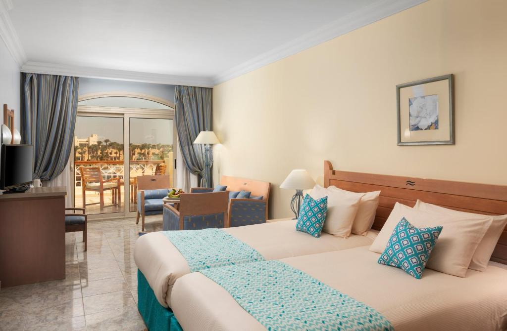Курортный отель  Курортный отель  Royal Lagoons Resort & Aqua Park