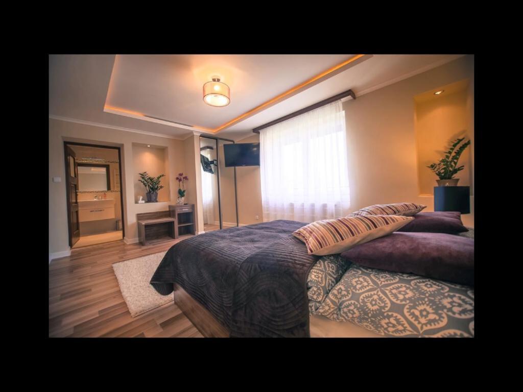 Отель  PIANO CAFE b&b  - отзывы Booking