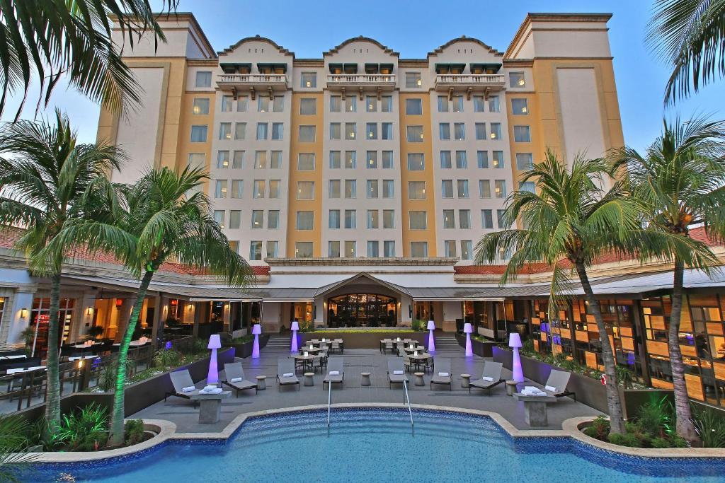 Отель  Real Intercontinental Metrocentro Managua, An IHG Hotel