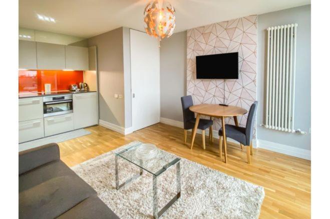 Апартаменты/квартира  Central Penthouse Flat in Highcross  - отзывы Booking