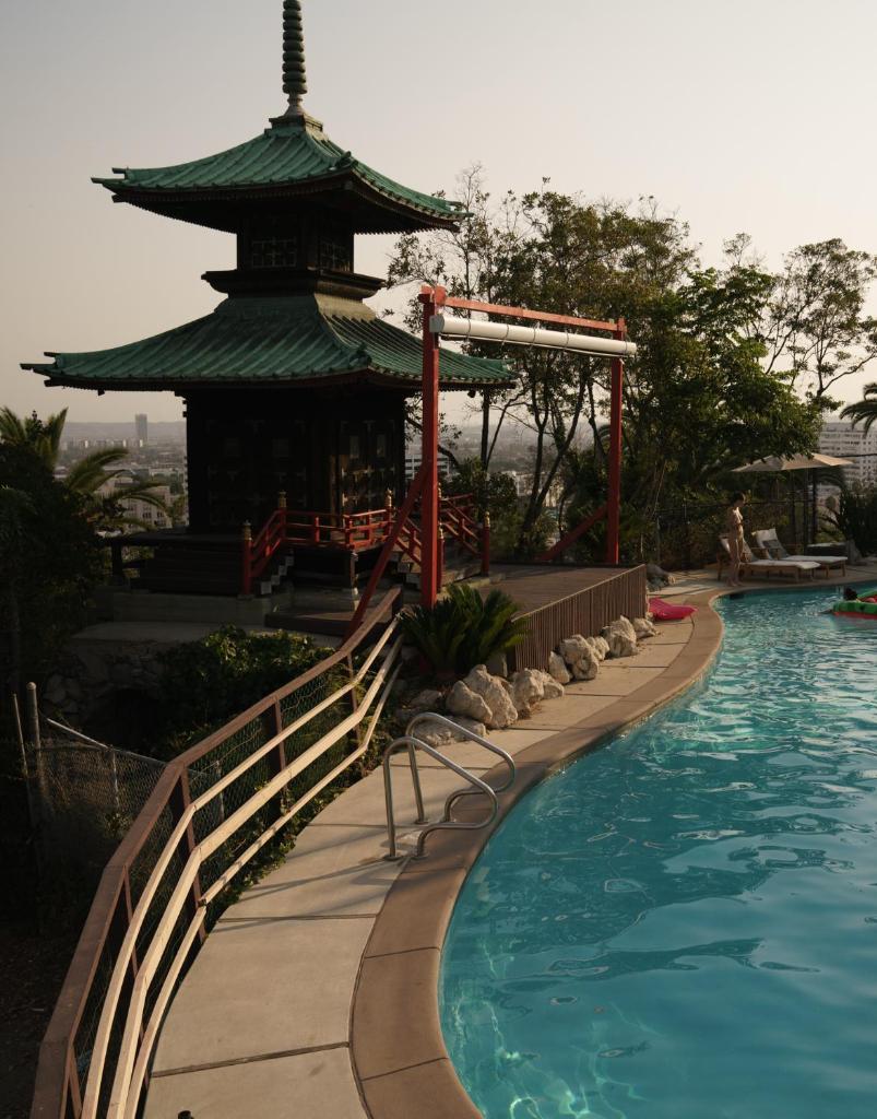 Отель Отель Hollywood Hills Hotel