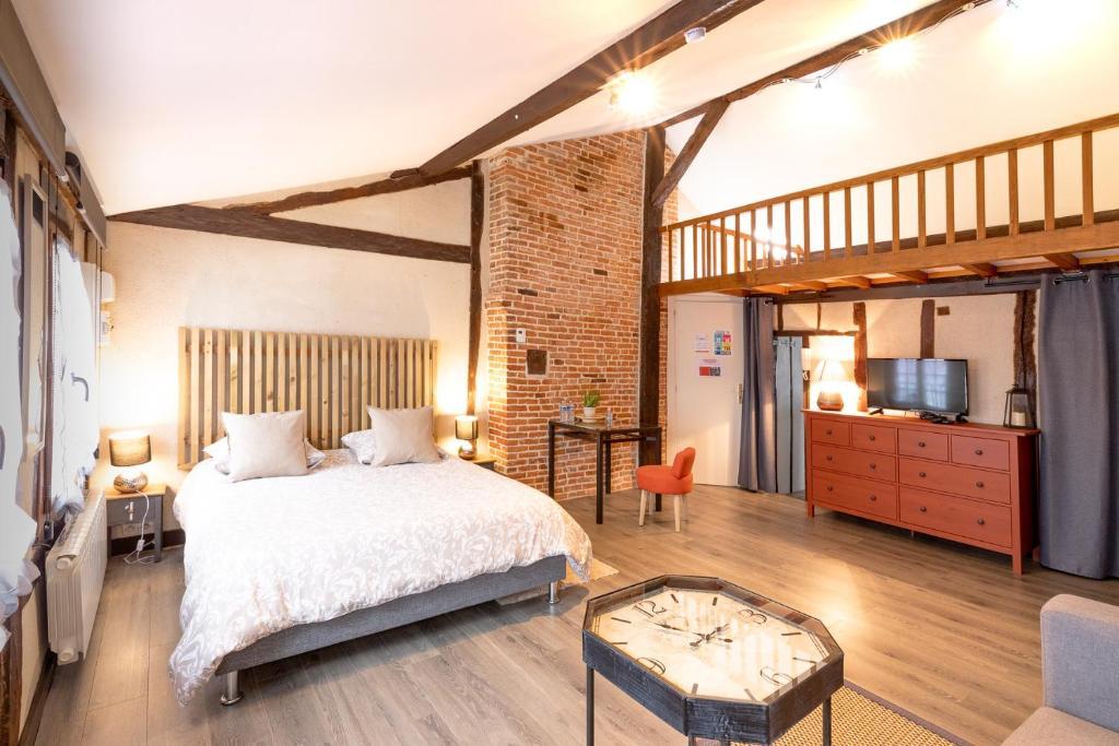 Апартаменты/квартиры  Studio et Appartement Pont-Audemer  - отзывы Booking