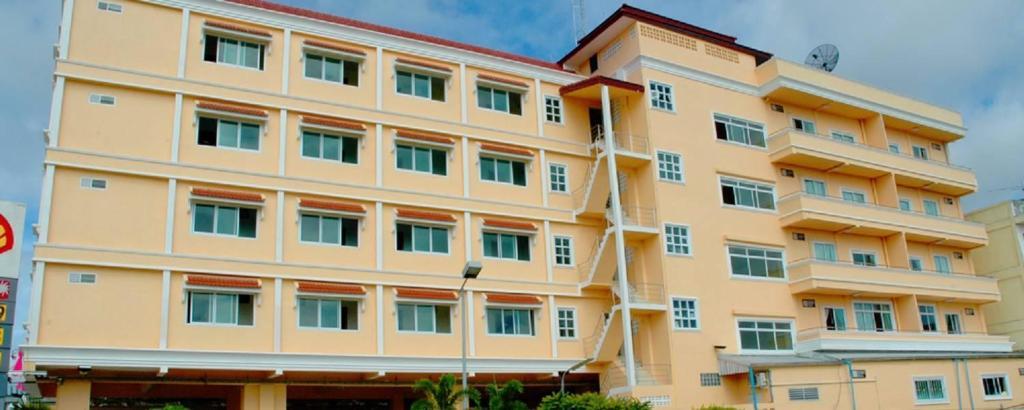 Отель  Submukda Phoomplace Hotel  - отзывы Booking