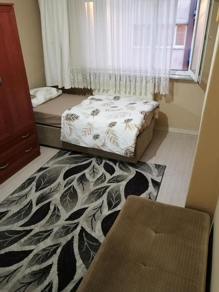 Отель типа «постель и завтрак»  SİNGLE BED IN THE HALL  - отзывы Booking