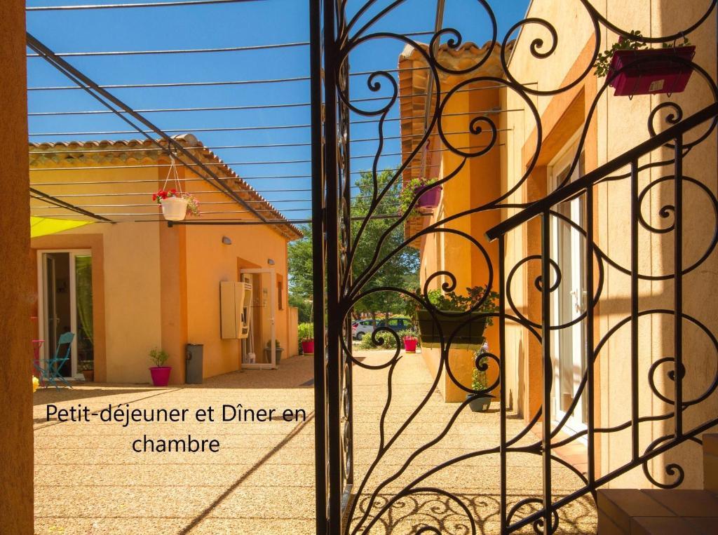 Отель  Le Clos Des Médiévales  - отзывы Booking