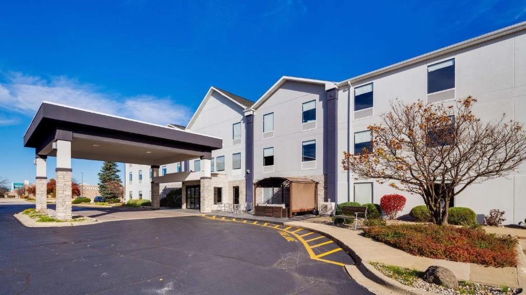 Отель  Best Western Plus Bourbonnais Hotel & Suites  - отзывы Booking