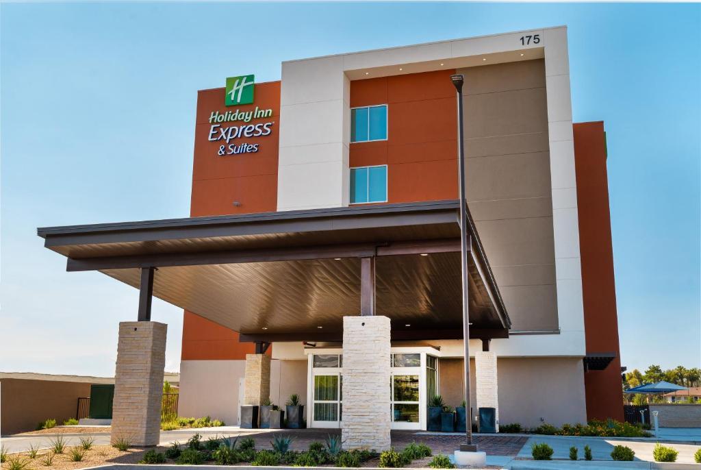 Отель  Отель  Holiday Inn Express & Suites - Las Vegas - E Tropicana, An IHG Hotel