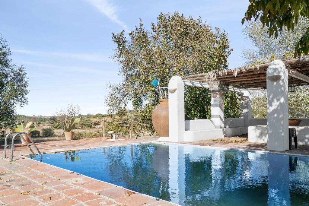 Вилла  Villa with 6 bedrooms in Valverde de Leganes with wonderful mountain view private pool enclosed garden  - отзывы Booking