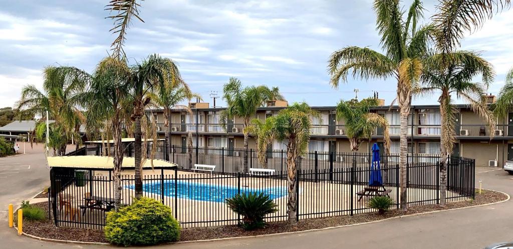 Отель Westland Hotel Motel - отзывы Booking