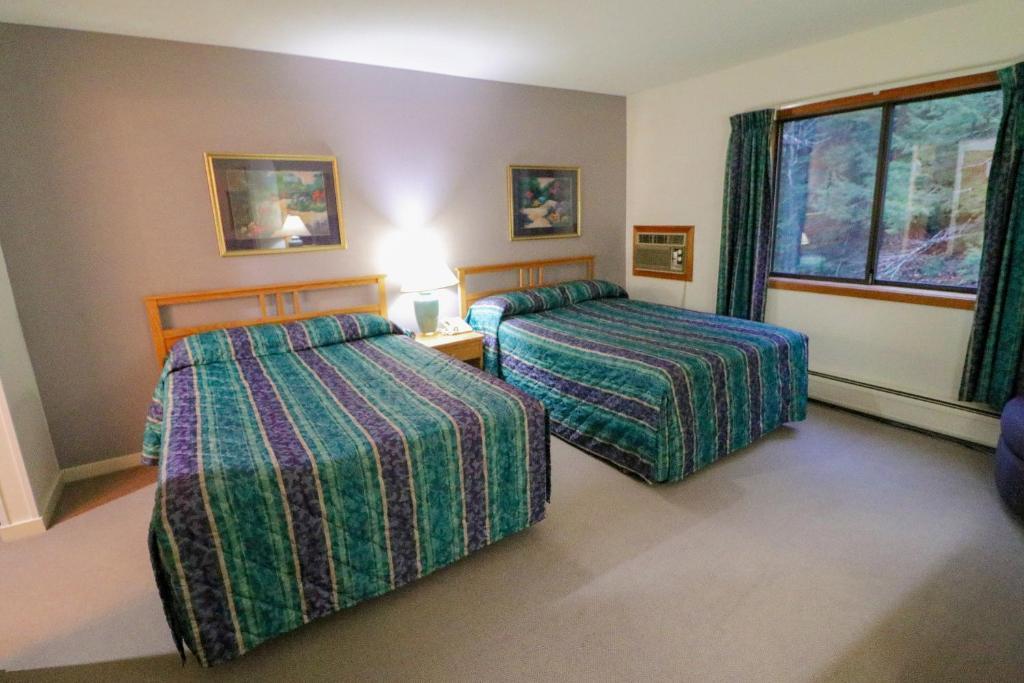 Отель  Отель  Cedarbrook Hotel Room W/2 Doubles 116