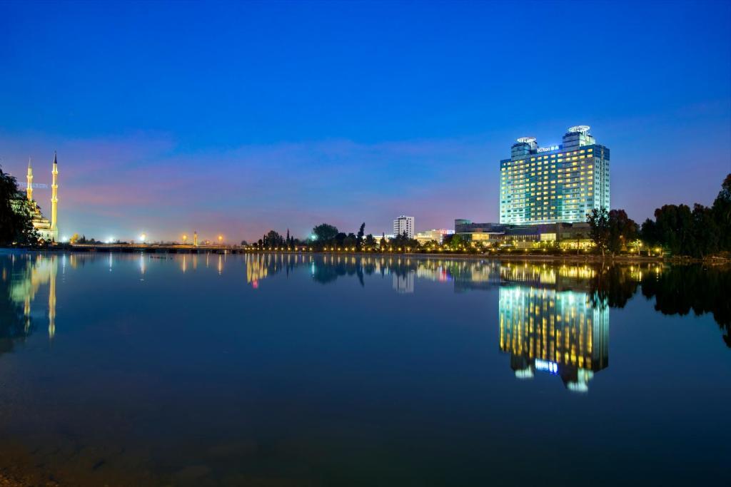Отель  Adana HiltonSA Hotel  - отзывы Booking