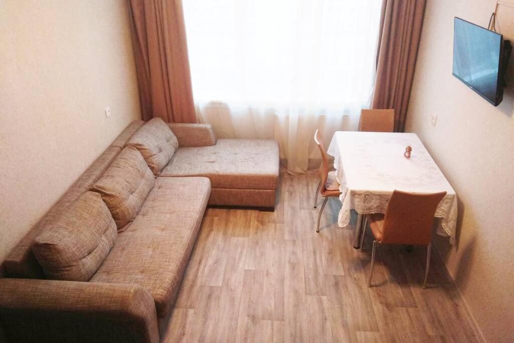 Апартаменты/квартира  Трехкомнатная квартира рядом с метро и центром