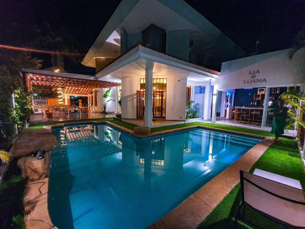 Гостевой дом  Angel Guest House - Beach Front  - отзывы Booking