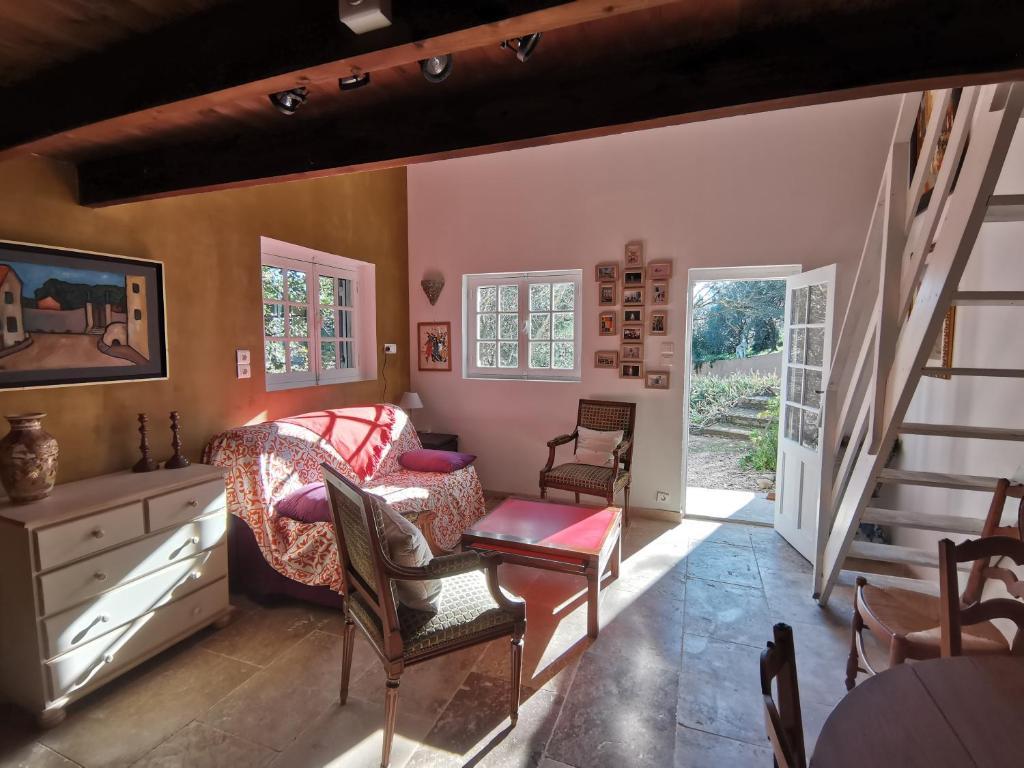 Дом для отпуска Gîte Montmajour - Mas des Oursons - отзывы Booking