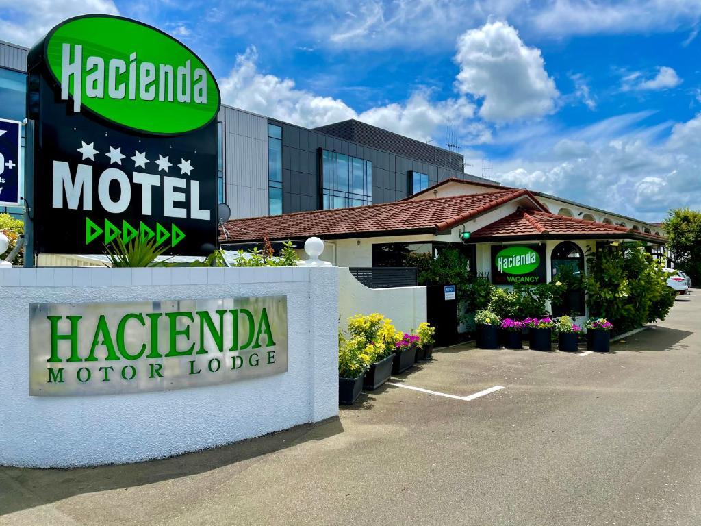 Мотель  Hacienda Motor Lodge  - отзывы Booking