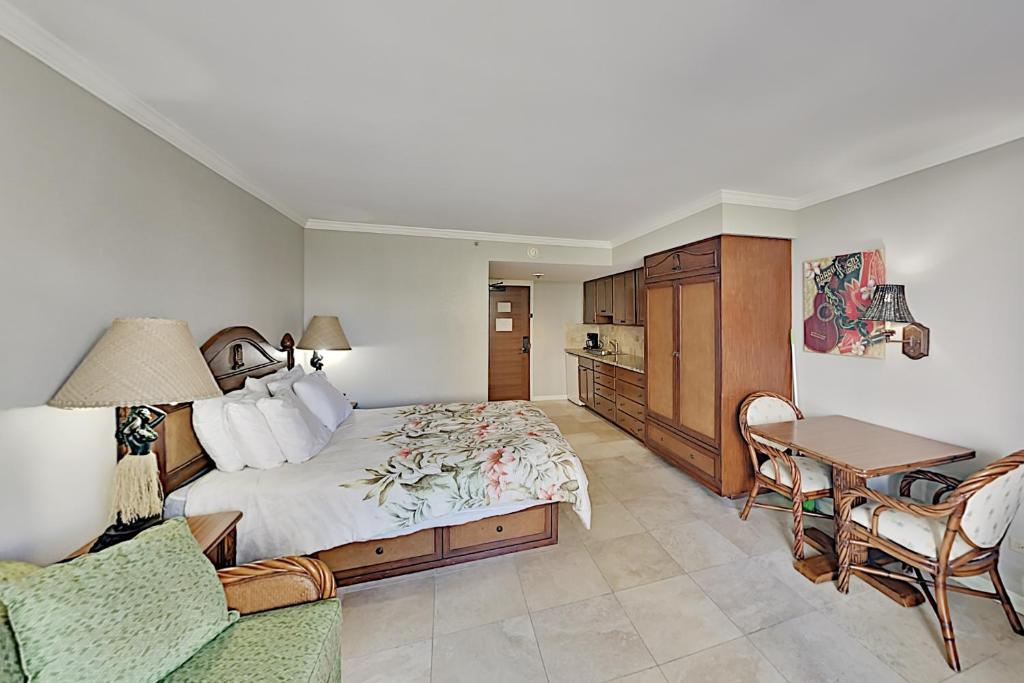 Отель  Отель  Luana - Studio With AC, Private Lanai - Pool, Gym Hotel Room