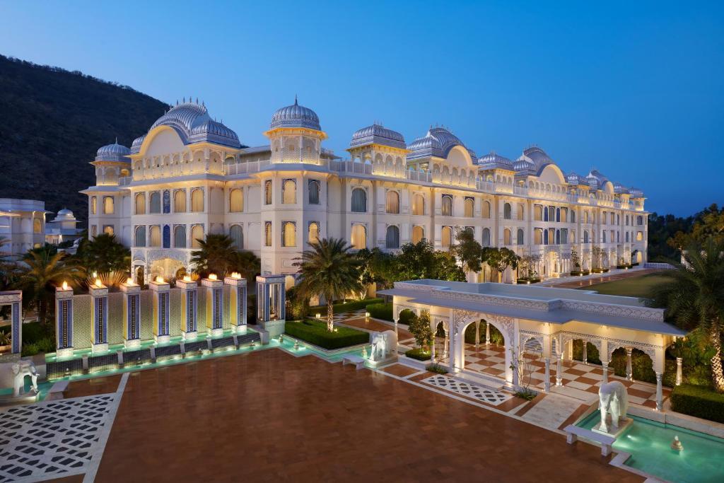 Отель  Отель  The Leela Palace Jaipur