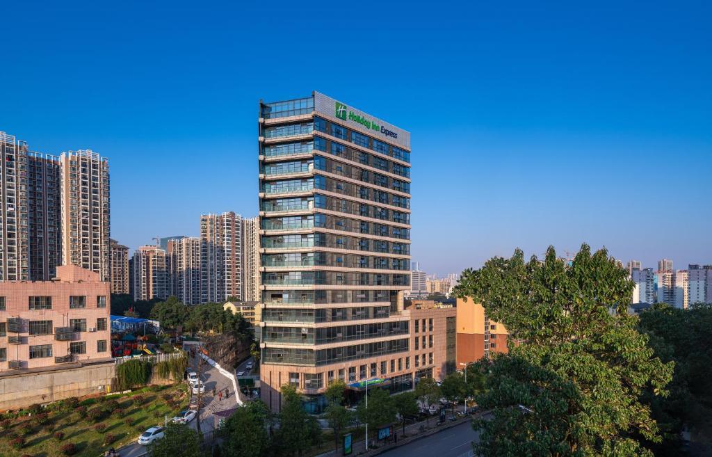 Отель  Отель  Holiday Inn Express Changsha Shifu, An IHG Hotel