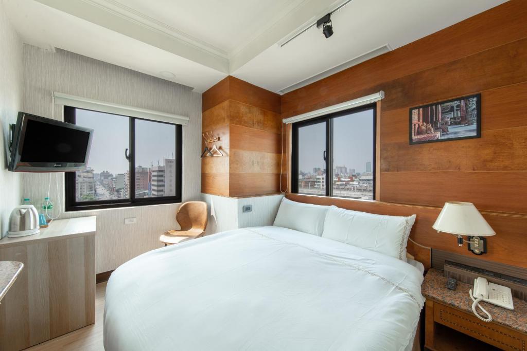 Отель  HiRiver Hotel  - отзывы Booking