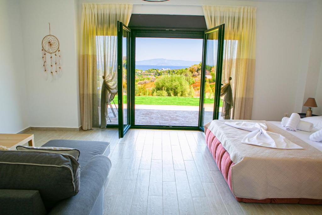 Фото  Апарт-отель  Ethereal Hilltop Suites