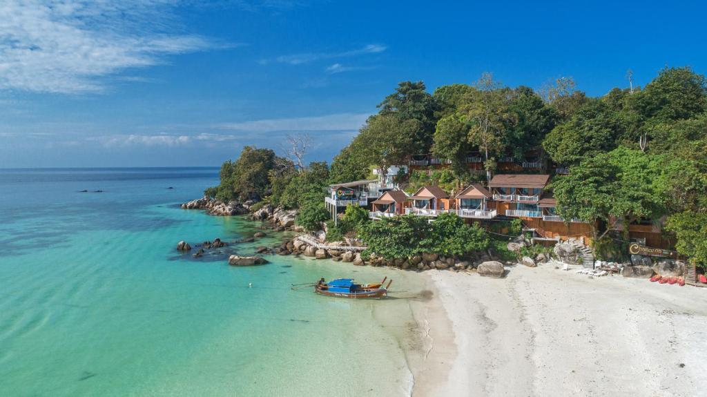 Курортный отель  Chareena Hill Beach Resort