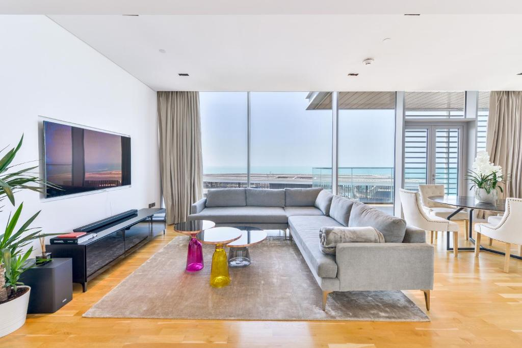 Апартаменты/квартира Spectacular 2 BR Condo with magnificent Ocean views and maid's room, BLUEWATERS ISLAND - отзывы Booking