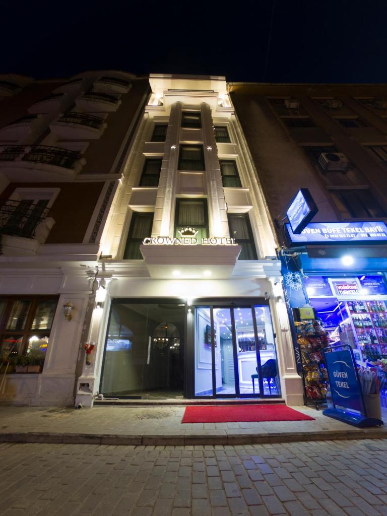 Отель  Crowned Hotel