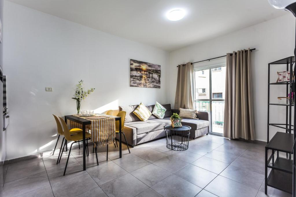 Апартаменты/квартира  TLV port 2 bedroom apartment with a balcony  - отзывы Booking