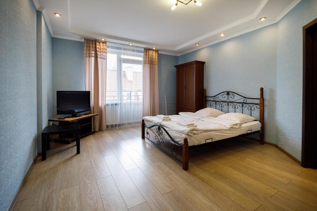 Апартаменты/квартира Apartment on Glazunova 7B - отзывы Booking