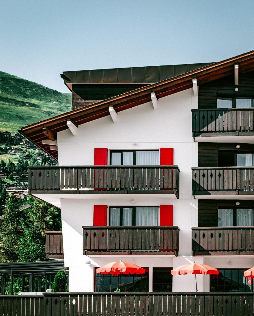 Отель  Experimental Chalet  - отзывы Booking