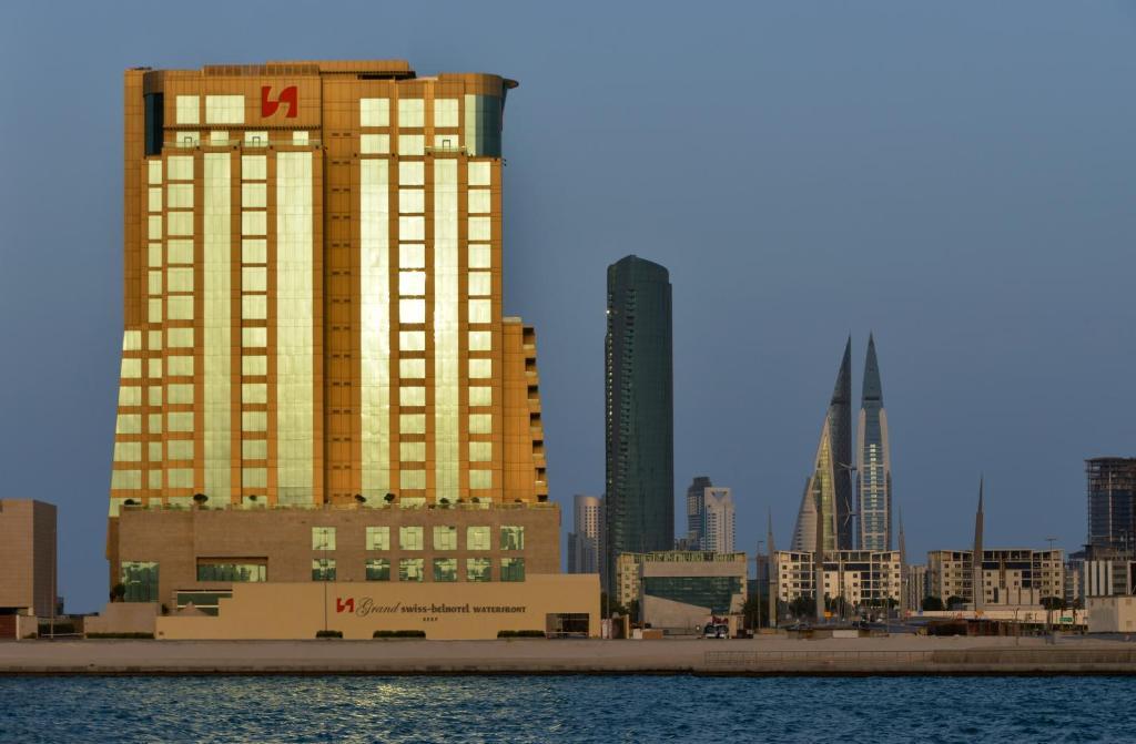Отель Отель Grand Swiss-Belhotel Waterfront Seef
