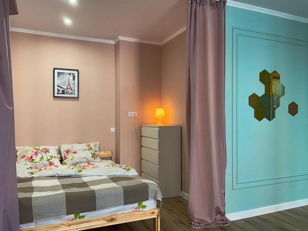 Апартаменты/квартира  KvartHotel Premium - Просторная и светлая квартира в ЖК Лазурный!