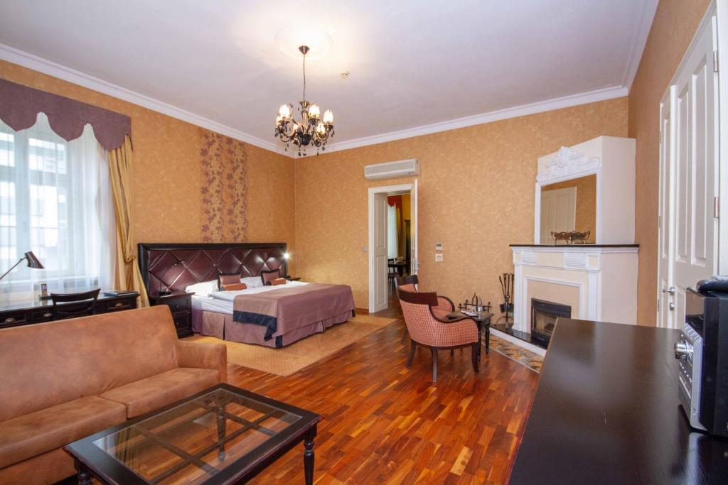 Апартаменты/квартиры  Luxury apartments in the historical building in the heart of Old Town  - отзывы Booking