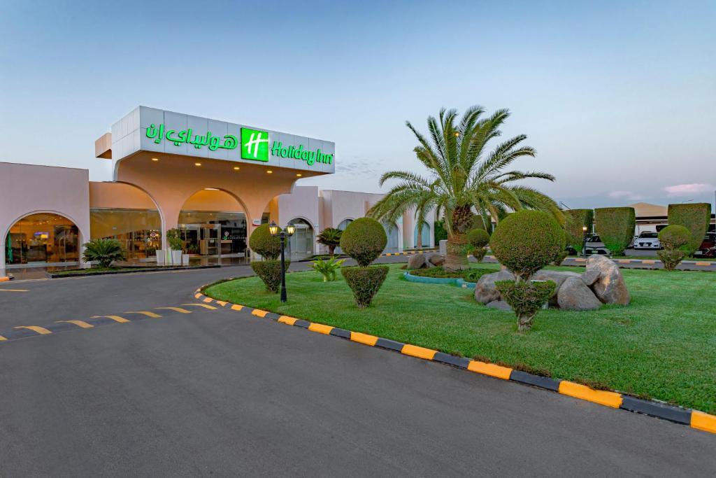 Отель Holiday Inn Yanbu, an IHG Hotel - отзывы Booking