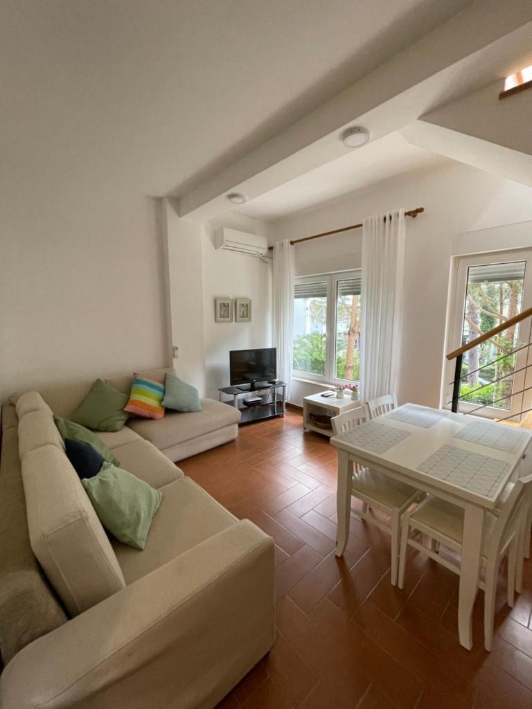 Апартаменты/квартира  Gjiri Lalzit Apartment  - отзывы Booking
