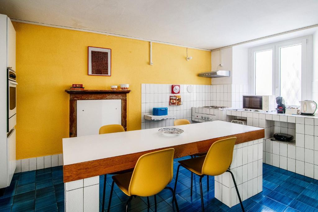 Апартаменты/квартира  Casa D'Artista nel borgo di Rovio  - отзывы Booking