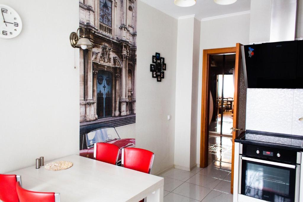 Апартаменты/квартира  2комнатная квартира 90кв в элитном доме в центре Красноярска  - отзывы Booking