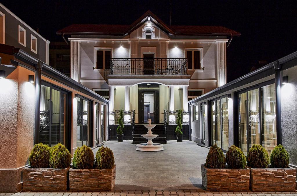 Отель  Хотел Паризи
