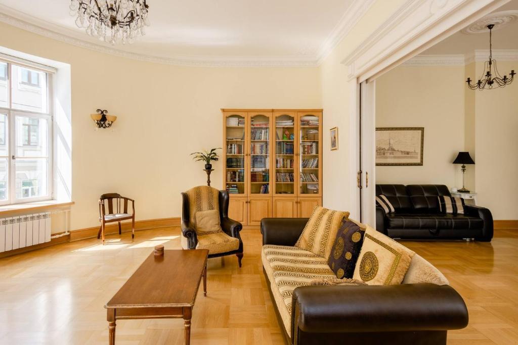 Апартаменты/квартира Большая Морская, 11 - отзывы Booking