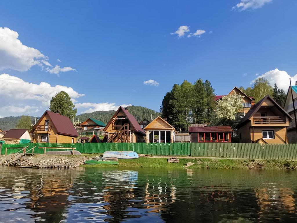 Дома для отпуска  Усадьба Уютный берег Иогач  - отзывы Booking