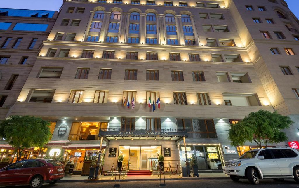 Отель  Paris Hotel Yerevan  - отзывы Booking