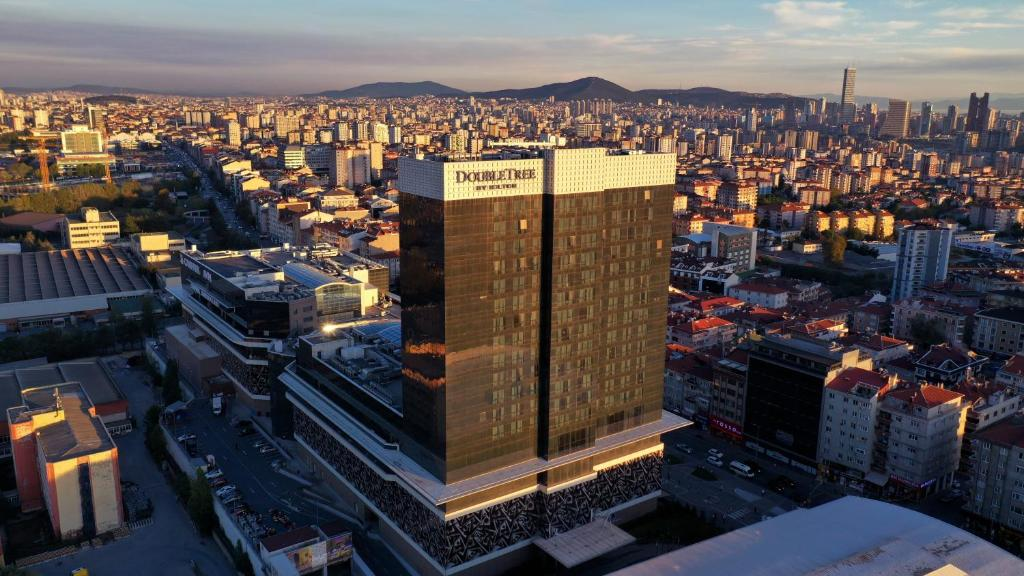 Отель  Doubletree by Hilton Istanbul Umraniye  - отзывы Booking