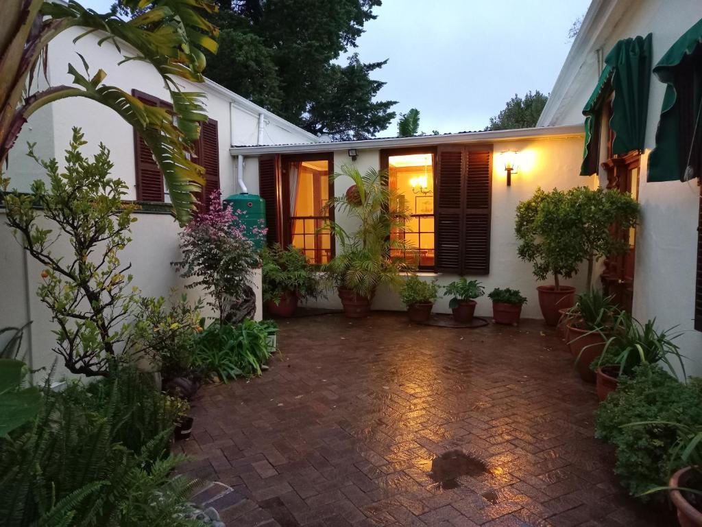 Гостевой дом  Newlands Guest House  - отзывы Booking