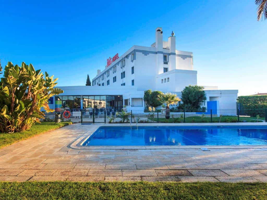Отель  Отель  Hotel Ibis Faro Algarve