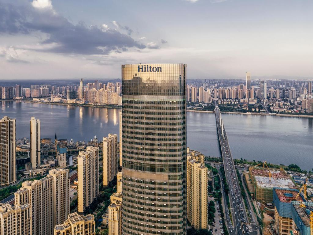 Отель  Отель  Hilton Changsha Riverside